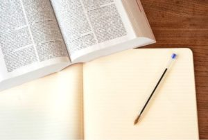 english-dictionaly-and-note-and-pencil