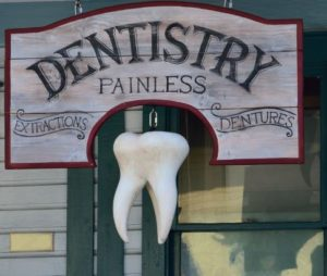 dental-clinic-signboard-fake-tooth