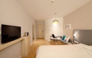 hotel-room-flat-tv-and-bed
