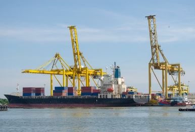 container-vessel-and-crane