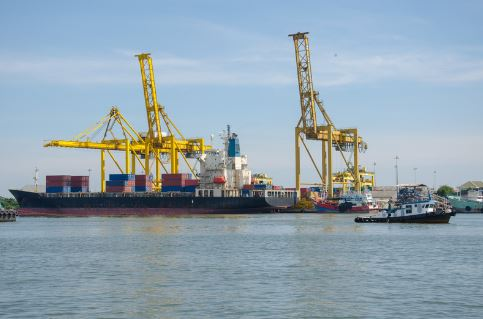 container-vessel-and-tag-boat