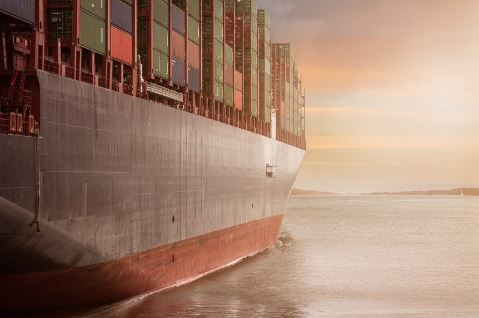 container-vessel-on-the-ocean