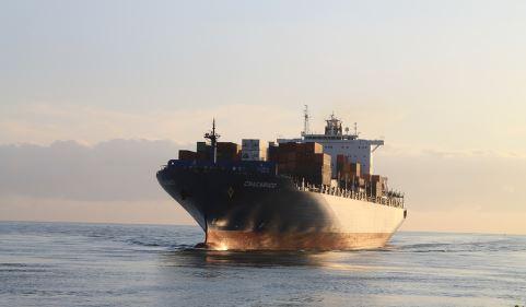 container-vessel-sailing