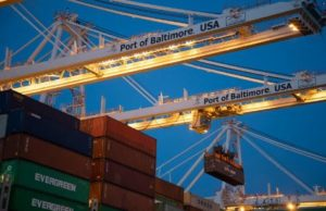 gantry-crane-transfers-container