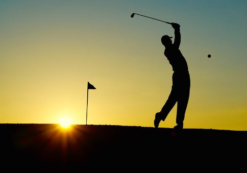 silhouette-of-golfer